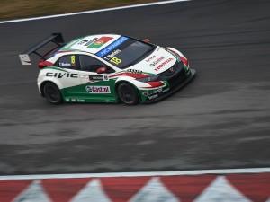 Tiago Monteiro en el circuito de Pequín