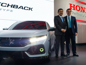 72042_Honda_CEO_Takahiro_Hachigo_unveils_the_all_new_Civic_Hatchback_Prototype_at