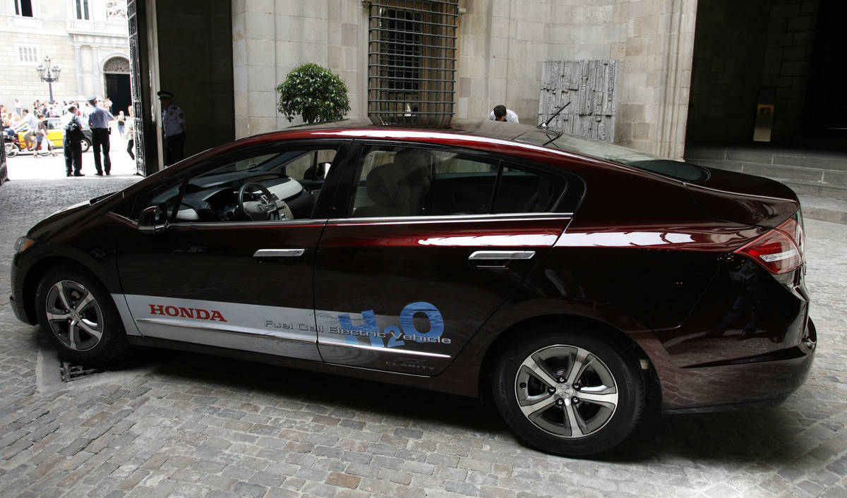 Honda FCX Clarity, el placer de conducir y emitir vapor de agua