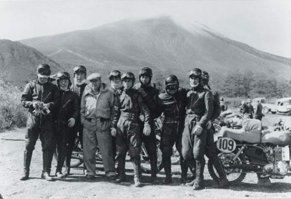 Soichiro Honda en la All Japan Motorcycle Endurance Road Race de 1955